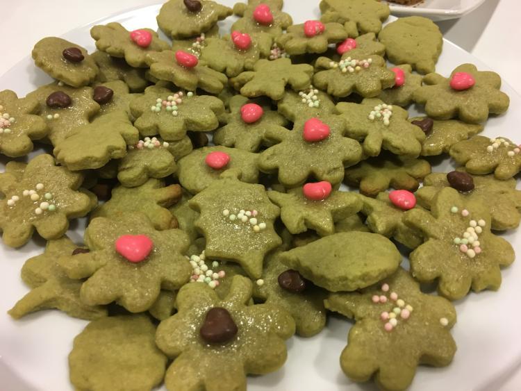 Matcha Kekse mit Rote Bete Herzen